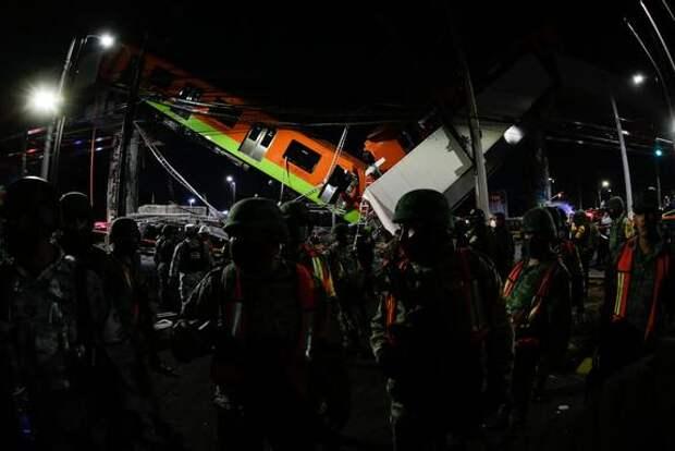 При обрушении метромоста в Мехико погибли дети