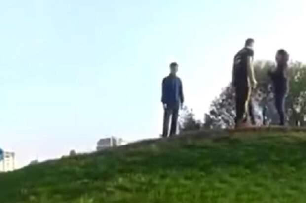 За исполнение гимна России в Киеве патриотi избили девушек