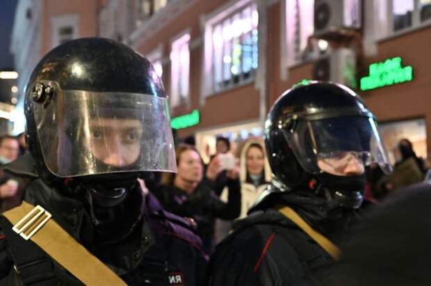 Силовики применили электрошокеры при разгоне протестующих в Петербурге
