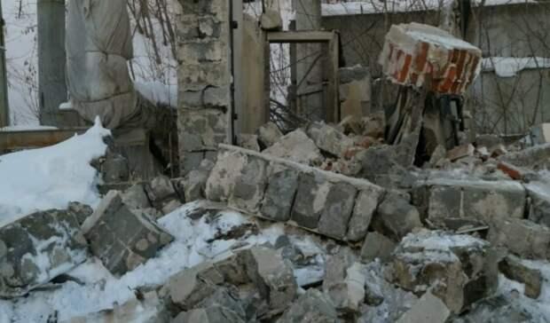 16-летний подросток погиб вовремя обрушения стены назаброшенном алапаевском заводе