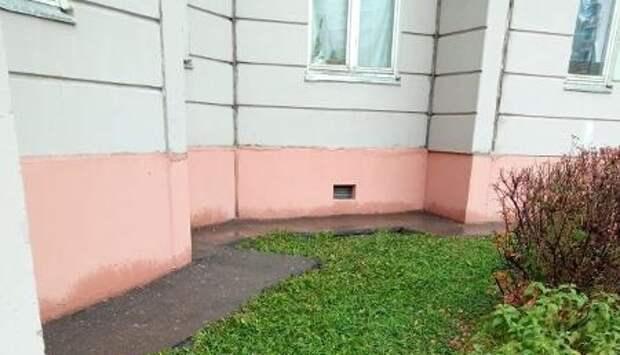 Мусор с дворовой территории дома на Дмитровском убрали – «Жилищник»