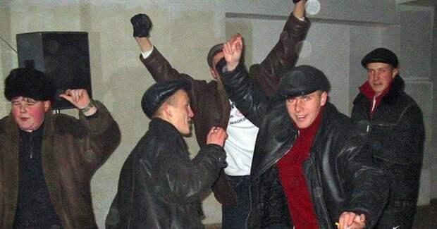Деревенские дискотеки нарубеже столетий: стильно, весело иочень опасно