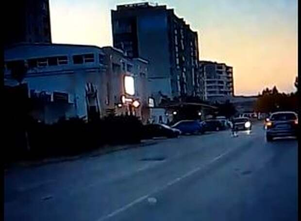 В центре Евпатории автомобиль сбил женщину. Видео