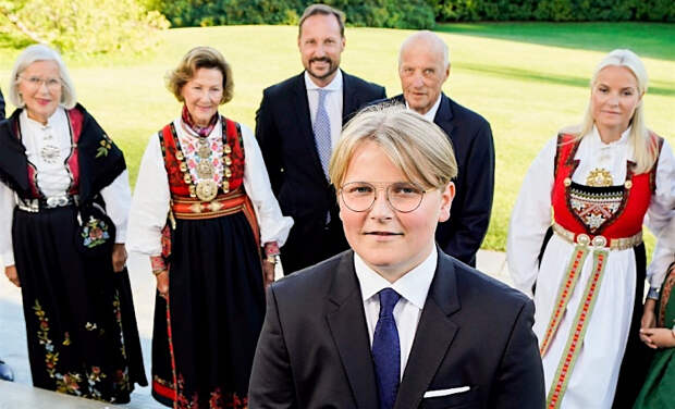 Норвежский принц Сверре Магнус прошел обряд конфирмации в церкви Аскера
