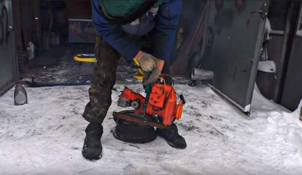 Взяли мотор от пилы. /Фото: youtube.com.