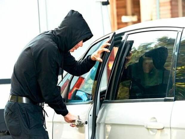 Как понять, что вашу машину хотят угнать? 4 очевидных признака.