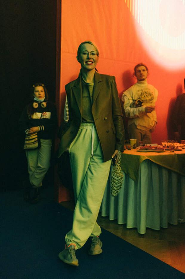 Ксения Собчак, Влад Лисовец и другие гости и участники модного показа в ГУМе