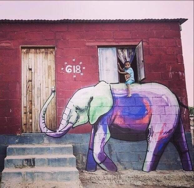 Уличный слон