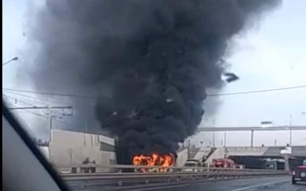 Опубликовано видео горящего троллейбуса в Рязани