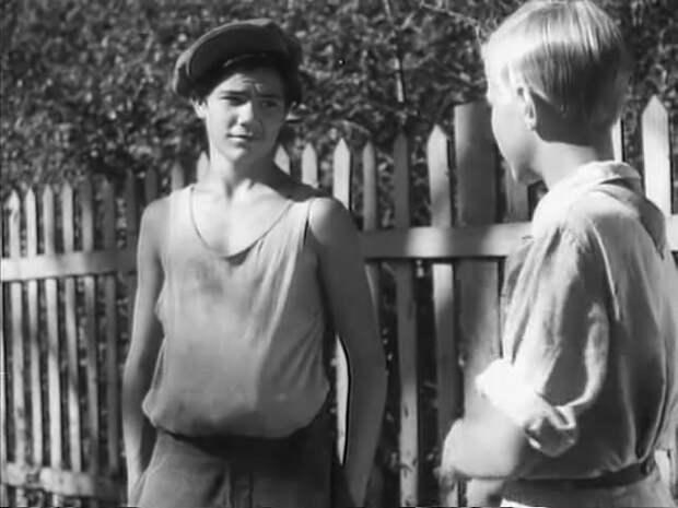 Актер Борис Ясень в роли самого колоритного хулигана советского кино Мишки Квакина.