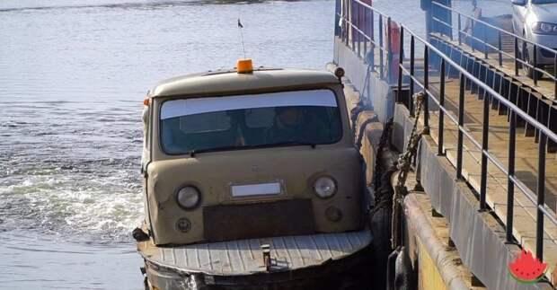 """Знаменитая лодка с кузовом от """"Буханки"""" из Астраханской области авто, катер, лодка, паром, переправа, самоделка, уаз, уаз буханка"""