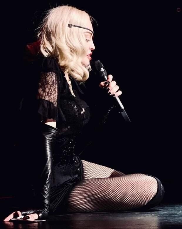 Мадонна пожаловалась на «непреодолимую боль» и отменила три концерта