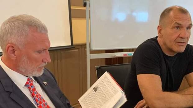 Депутат Госдумы Журавлев встретился с общественниками Белгородской области