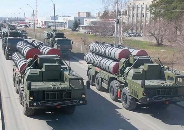 В Екатеринбурге прошла тренировка механизированной колонны к параду Победы