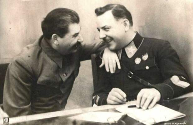 Ворошилов и Сталин. /Фото: yandex.by.