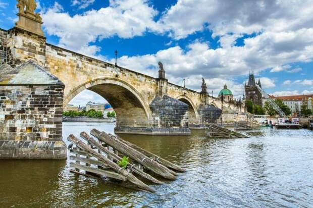 Занимательная анимация раскрыла тайны строительства Карлова моста в Праге, которому более 600 лет