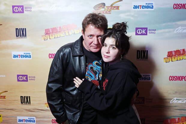 Алкоголь против пришельцев: Роман Курцын, Ирина Безрукова и Ян Цапник