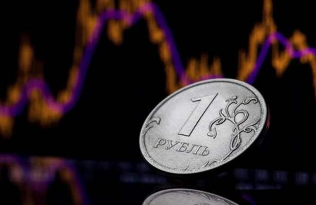 FILE PHOTO: A view shows a Russian one rouble coin in this picture illustration taken October 26, 2018. REUTERS/Maxim Shemetov/File Photo - RC2VIK9IN2A1
