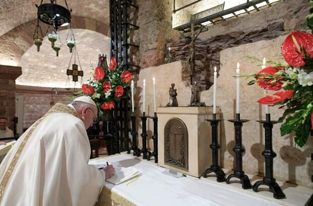 Папа Римский заявил, что пандемия показала несостоятельность «волшебных теорий» капитализма