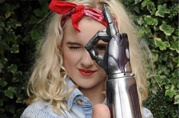 Девушка с бионическими руками Тилли Локи о макияже и важности разнообразия в мире моды