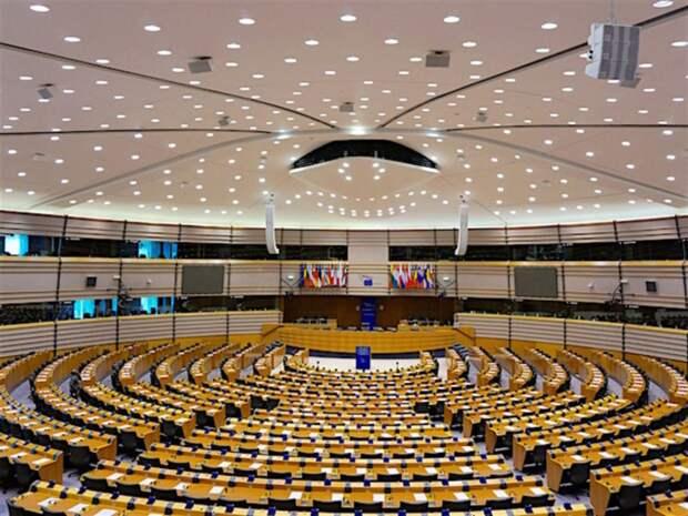 «Символ возрождения Шенгена»: Европарламент одобрил введение COVID-сертификатов