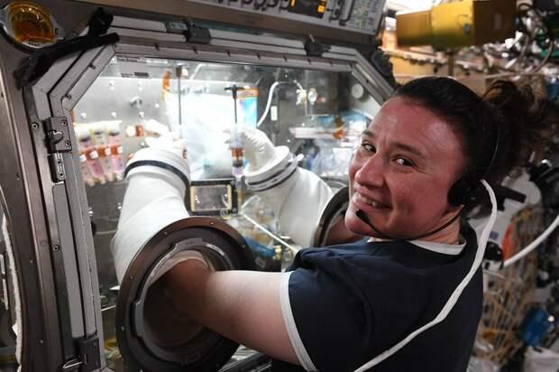 Серена Ауньон   - астронавтка.  специалист по разным делам.  фото: картинки яндекса.