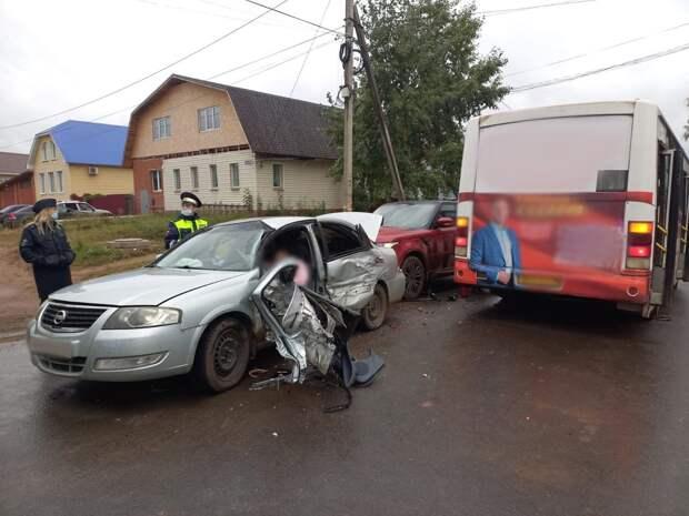 В столкновении с ПАЗиком в Воткинске погибла водитель легкового автомобиля