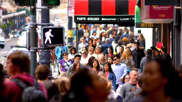 Привитым от COVID-19 жителям США разрешили ходить без маски