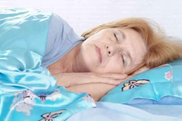 Приехала в гости к дочери с подарками – матери постелили на полу, а сами спали на диване