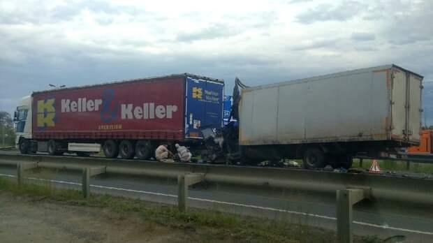 Водитель грузовика погиб после столкновения с фурой под Пензой