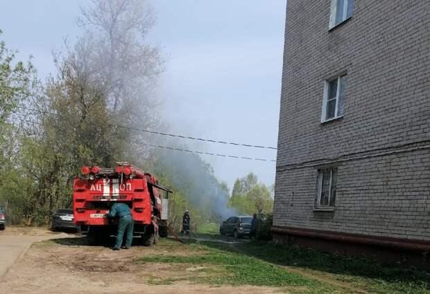 В Тверской области загорелся автомобиль
