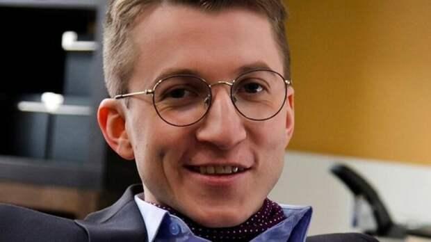 """Актер """"Интернов"""" Дмитрий Шаракоис показал, в каких условиях живет в Лондоне: маленькая комната, вода из-под крана и не только"""