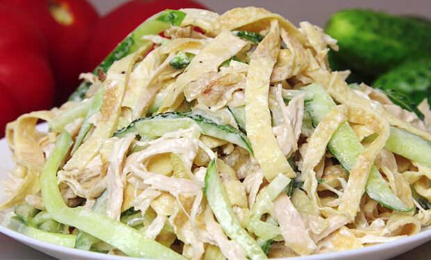 Берем курицу и огурцы: моментальный гостевой салат