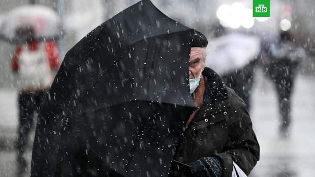 «Рекордный» дождь в Москве сменился мокрым снегом