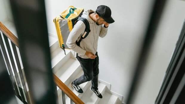 Курьеры или промоутеры: аналитики выяснили, кем хотят работать петербургские подростки
