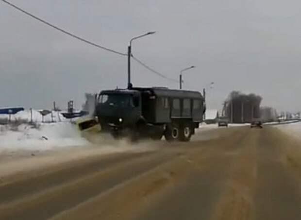 Момент смертельного ДТП с военным КАМАЗом у Дубровичей попал на видео