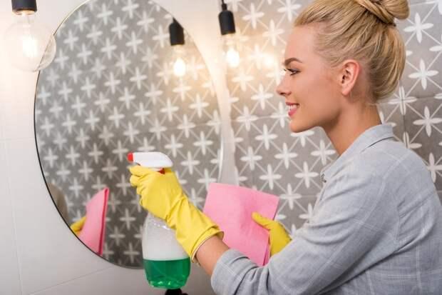 Как отмыть зеркало дочиста: 7 проверенных и лучших народных средств