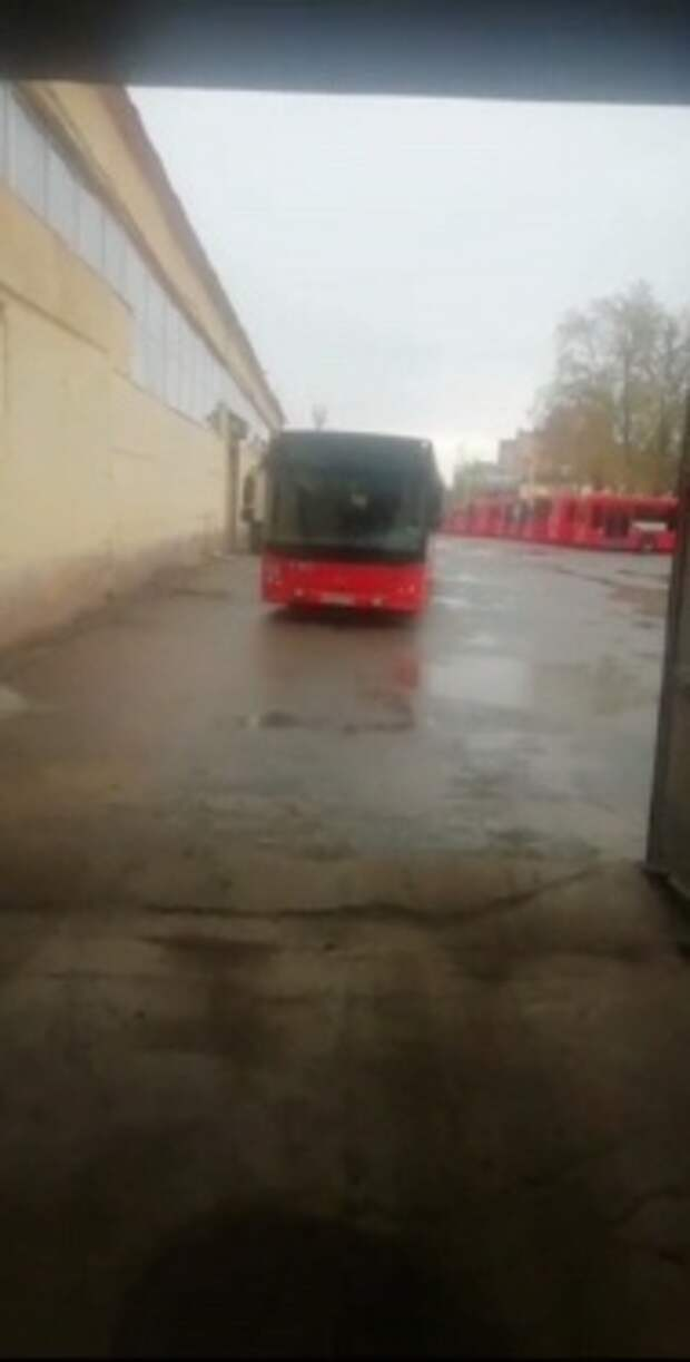 В Казани уволили двух сотрудников ПАТП №4, развивших стекло автобуса ради съемок ролика