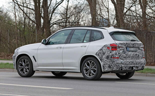Обновленный BMW X3 выехал на тесты