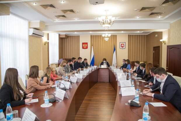 Партнерство с Китаем обсудили в Совмине Крыма со студенткой из Казани