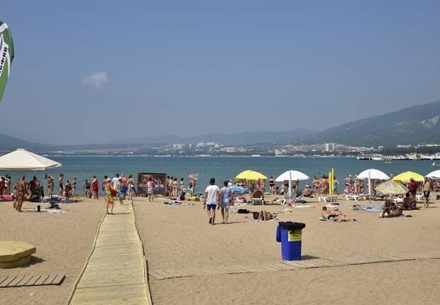 В Геленджике начнут открывать пляжи