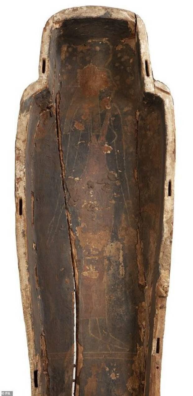 Внутри саркофага 3000-летней мумии нашли уникальные рисунки