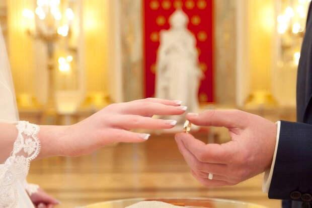 Тысячу рублей на свадьбу