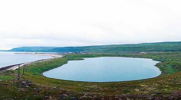 Озеро Могильное. Вид с восточной части острова Кильдин.