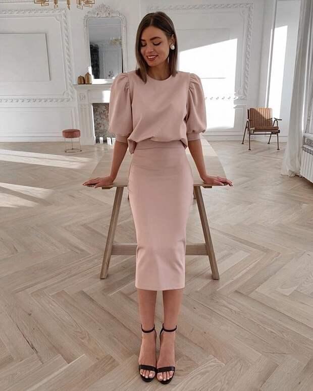 Как выглядеть стройнее и выше: 10 модных фасонов платьев для невысоких женщин