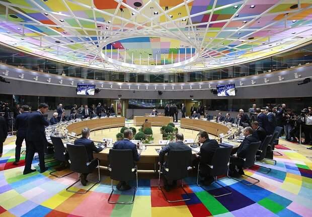 Лидеры ЕС обсудят политику в отношении России на саммите в конце мая