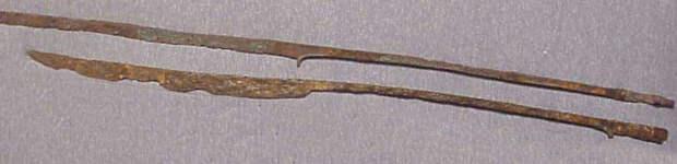 Рамфея, характерное фракийское оружие III – II веков до н.э. Представляла собой узкий однолезвийный клинок на четырехгранном железном стержне около 1 метра длиной. Сходным оружием был дакийский фалкс, известный по многочисленным изображениям на Колонне Траяна - Дакийские войны: война Домициана | Военно-исторический портал Warspot.ru