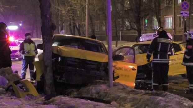 В ДТП на пересечении Юных Ленинцев и Малышева пострадала пассажирка такси
