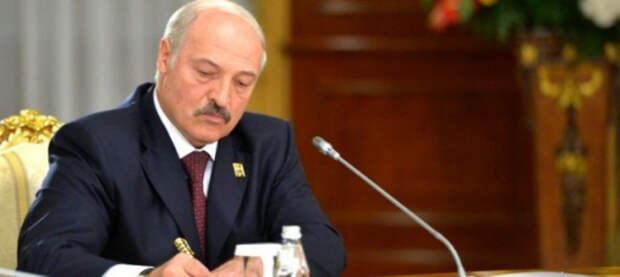 Лукашенко разрешил силовикам открывать огонь «с учетом обстановки»