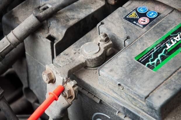 Почему аккумулятор разряжается сам собой? Разбираемся с током утечки